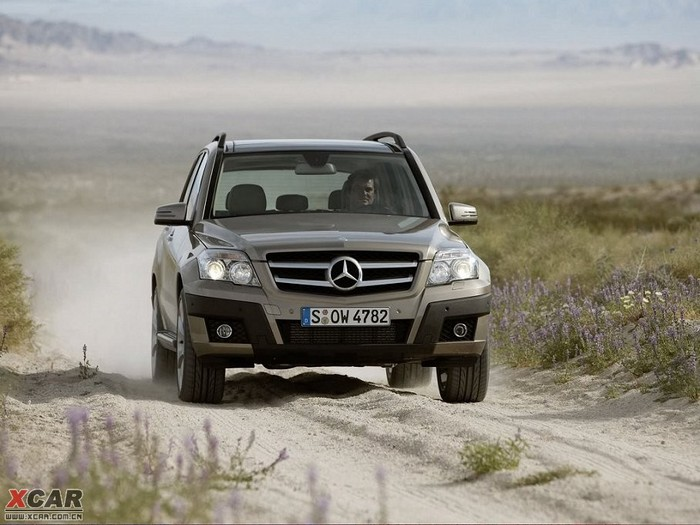 在沙石路面,glk有不错的表现 奔驰glk 350越野能 高清图片