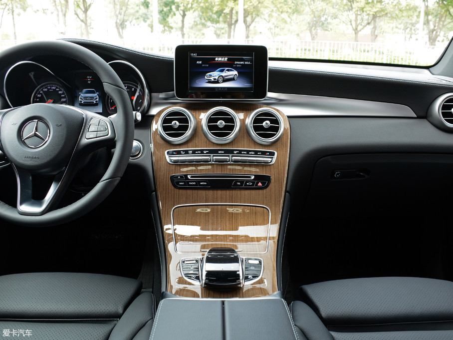 2018款奔驰GLC 轿跑SUVGLC 260 4MATIC 轿跑SUV
