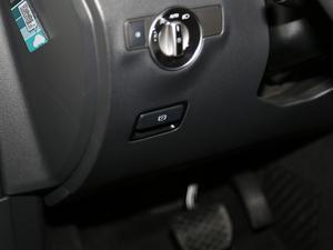 2019款B 200 时尚型 驻车制动器