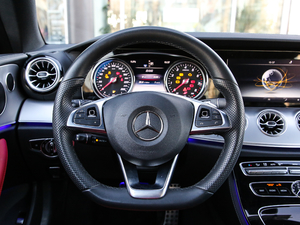 2019款E 200 Coupe 4MATIC 方向盘