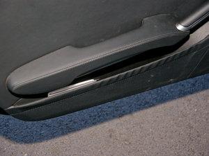 2010款AMG SLK 55 车门储物空间