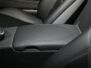 2010款AMG SLK 55 前排中央扶手
