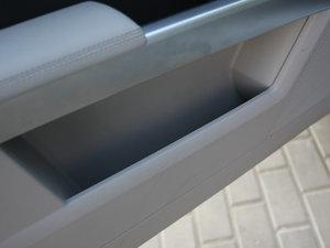 2011款GLK 350 4MATIC 车门储物空间