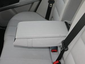 2011款GLK 350 4MATIC 后排中央扶手