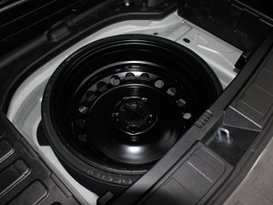 2011款GLK 300 4MATIC 动感版 备胎