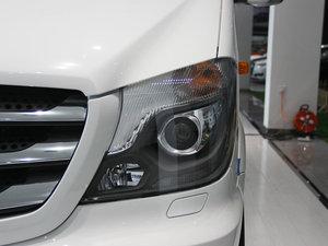 2013款3.0L 房车 头灯