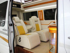 2013款3.0L 房车 前排座椅