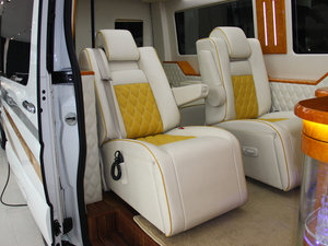2013款3.0L 房车 后排座椅