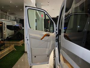 2013款3.0L 房车 驾驶位车门