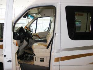 2013款3.0L 房车 前排空间