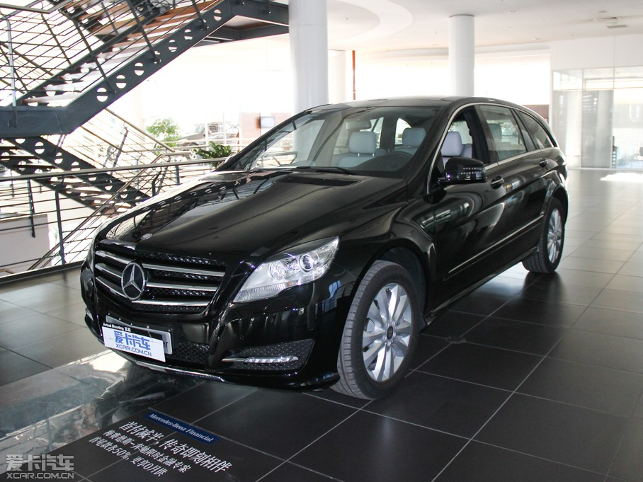 奔驰R级59.8万起售 目前有现车