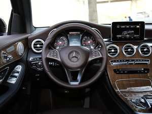 2017款GLC 260 4MATIC 轿跑SUV 方向盘