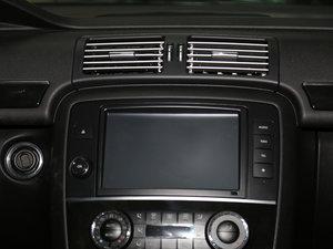 2017款R 400 4MATIC 臻藏版 中控台显示屏