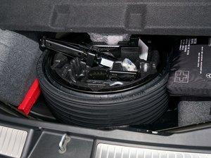 2017款R 320 4MATIC 商务型臻藏版 备胎