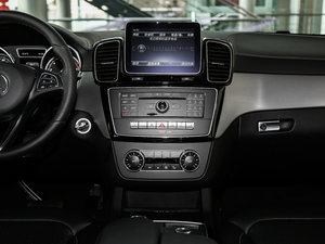 2017款GLE 320 4MATIC 中控台