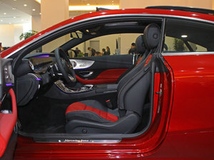 2017款E200 Coupe 4MATIC 前排空间