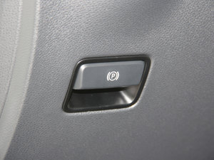 2017款B 200 动感型 驻车制动器
