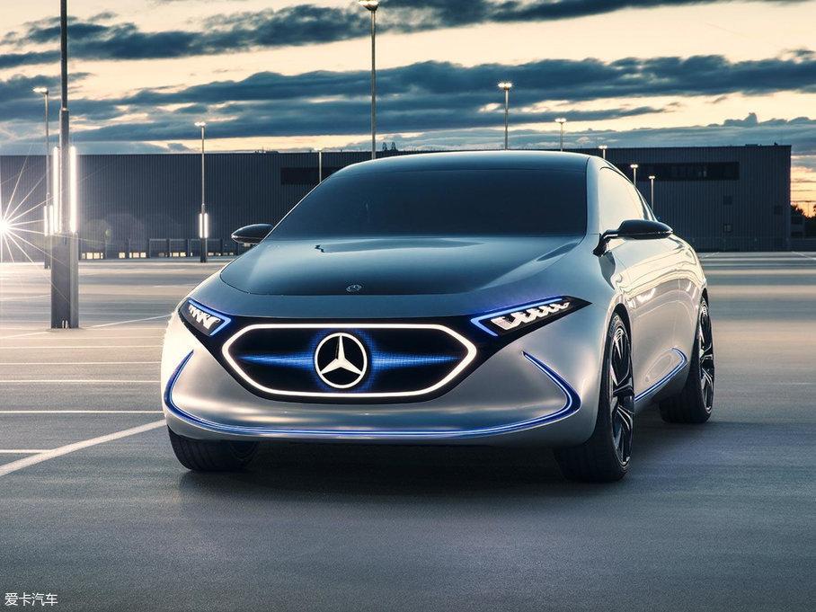 在法兰克福车展上,奔驰发布了全新的纯电动概念车EQA。该车在设计上大量应用了Generation EQ概念车的设计元素,充满了科技感。