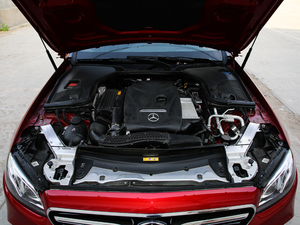 2019款E 300 运动版 发动机