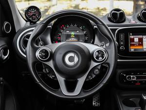 2017款BRABUS Xclusive 方向盘