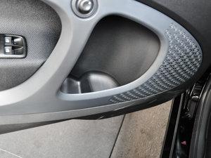 2017款1.0L 硬顶挚爱特别版 车门储物空间