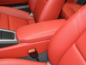 2016款Carrera 4 Cabriolet 前排中央扶手