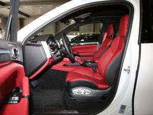 2016款Turbo S  前排空间
