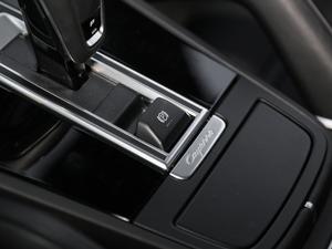 2018款Turbo 4.0T 驻车制动器