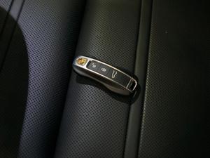 2018款S 2.9T 钥匙