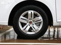 细节外观五菱宏光PLUS轮胎