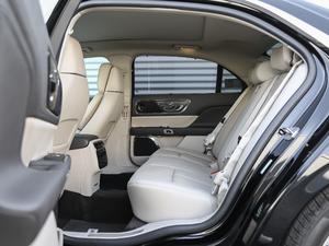 2018款2.0T 两驱尊耀版 后排空间