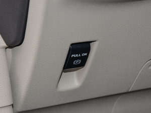 2018款2.0T 前驱尊雅版 驻车制动器