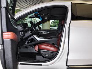 2015款2.7T 四驱尊耀版 前排空间