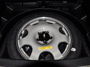 2015款2.7T 四驱尊耀版 备胎