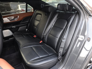 2017款3.0T 四驱尊耀版 后排座椅