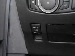2017款3.0T 四驱尊耀版 驻车制动器