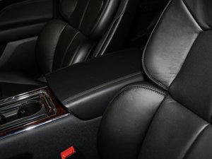 2017款2.0T 两驱尊耀版 前排中央扶手