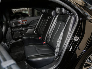 2017款2.0T 两驱尊耀版 后排座椅