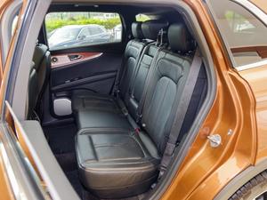 2017款2.7T 四驱总统版 后排座椅