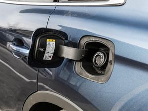 2019款2.0T 两驱尊享版 国VI 油箱盖打开