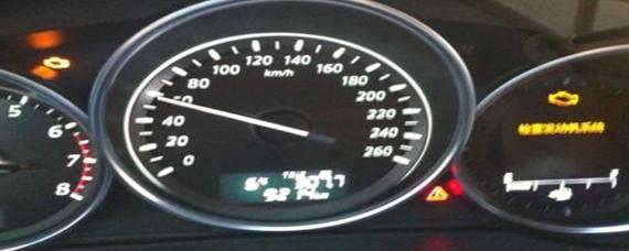 汽车冷知识:刹车故障灯亮起是哪里的问题
