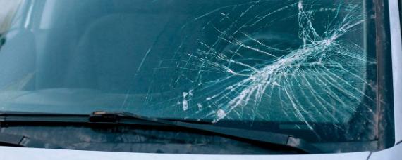 汽车冷知识:车窗玻璃有划痕怎么修复
