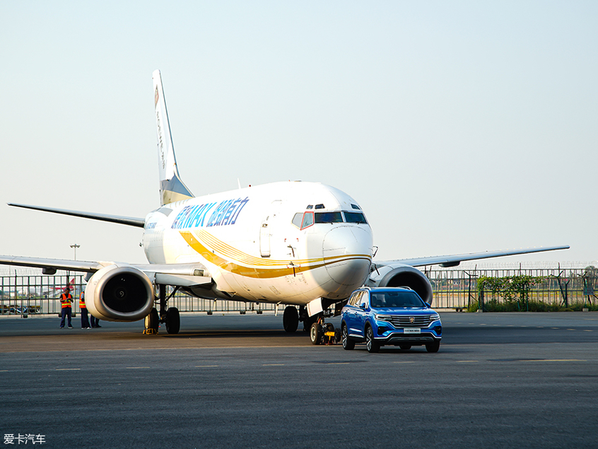荣威RX5 MAX挑战36吨飞机