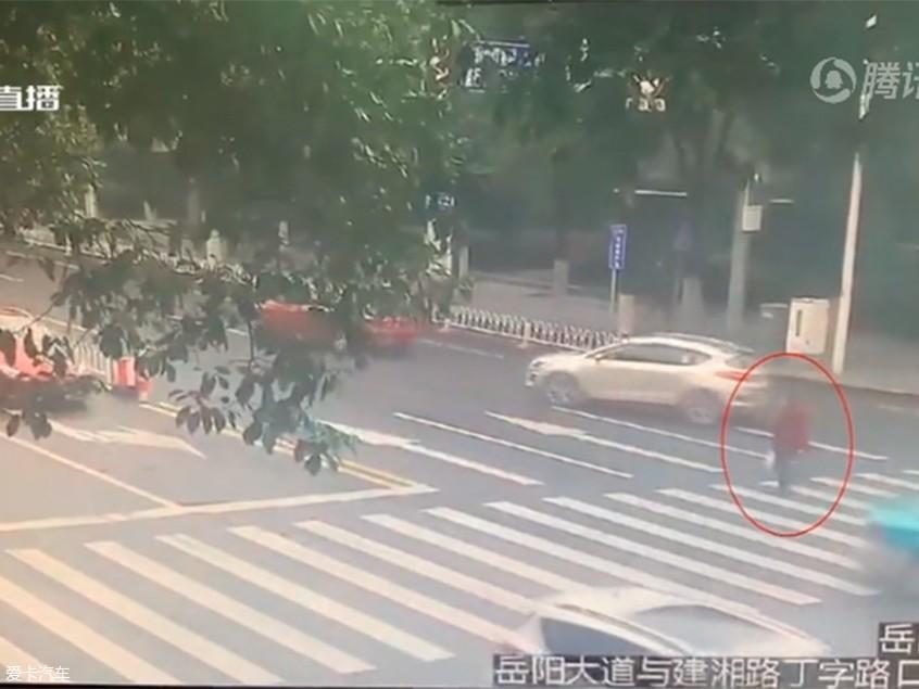 闯红灯被撞