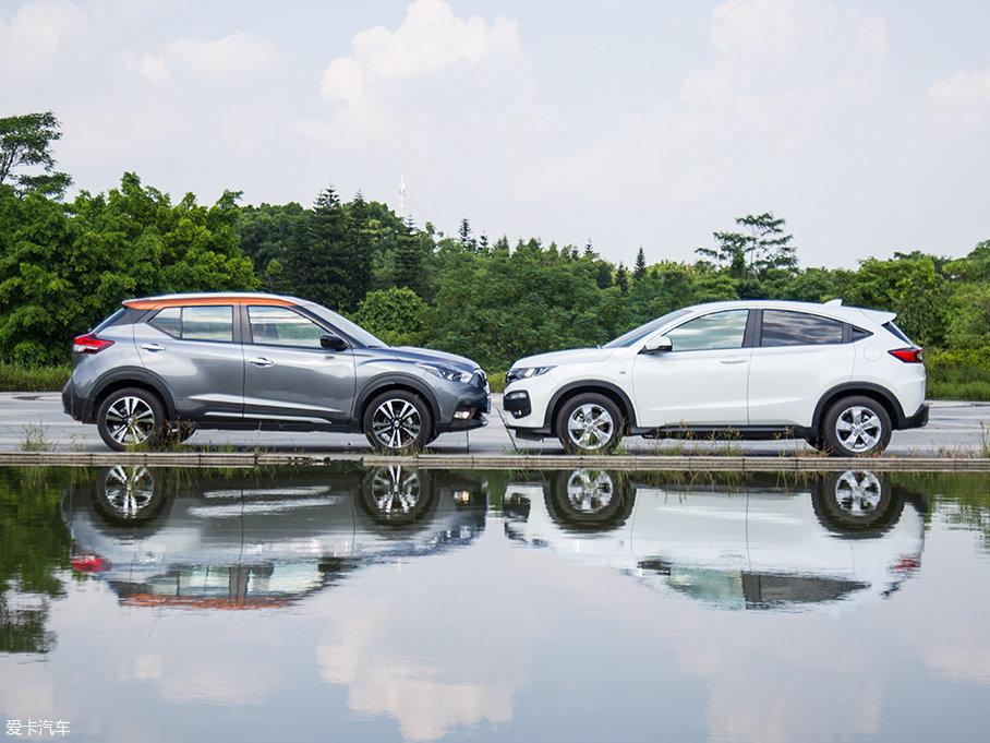 从侧面上看,XR-V的侧身要更修长一些,双腰线笔直而突出,肌肉感更强,溜背式的设计也更显运动范。劲客采用双色车身与悬浮式车顶的设计,侧面造型流畅动感。
