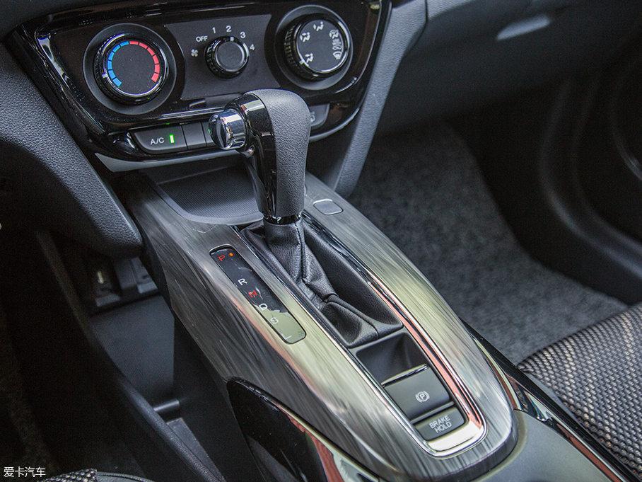 与发动机匹配的是一台带有运动模式和低速模式的CVT无级变速箱。