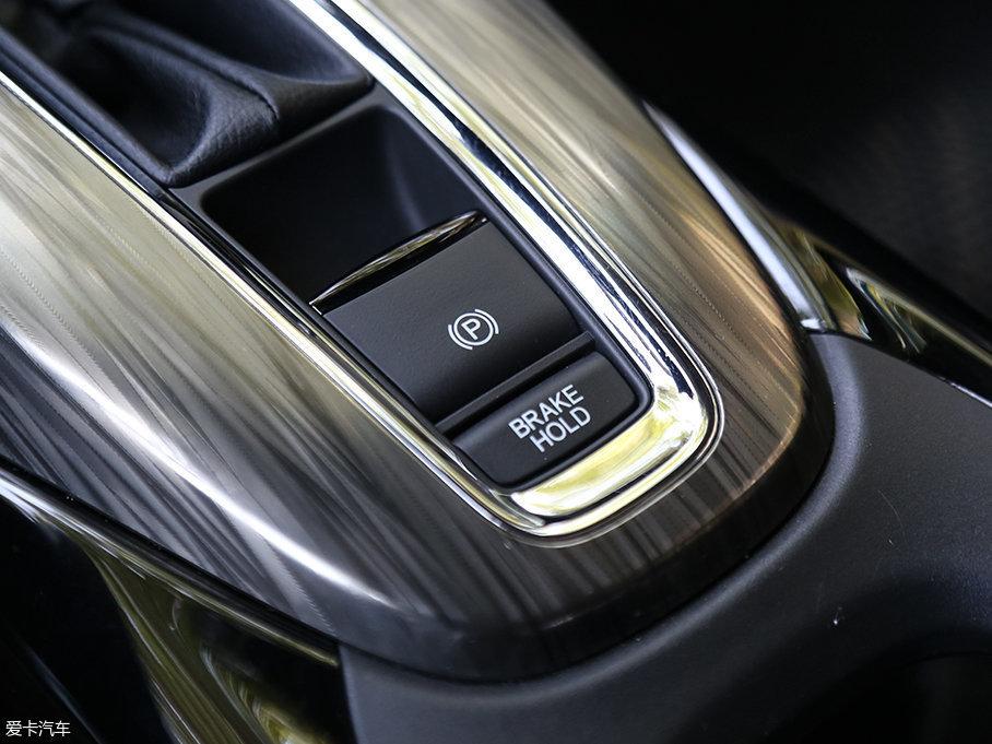 XR-V采用的是电子手刹,并且带有自动驻车功能。能够为驾驶者提供便利,在等红灯及上下坡时解放你的双脚。