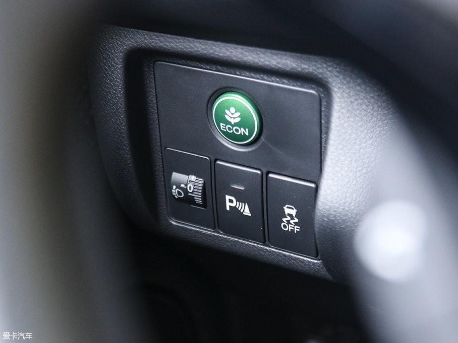 XR-V配备的ECON节能驾驶模式,能够改善驾驶者的一些不良驾驶习惯,达到节油省排的效果。