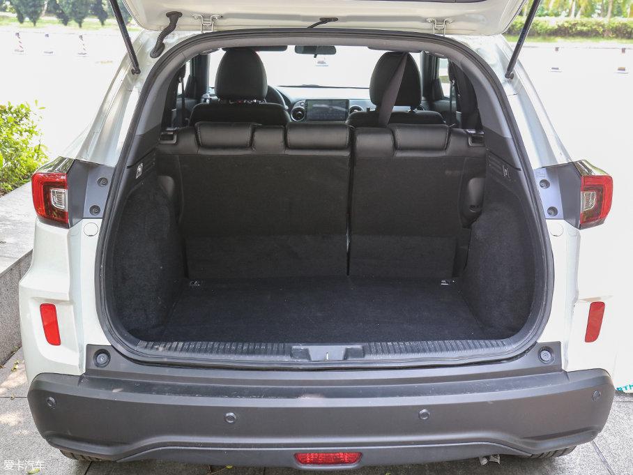 XR-V的行李厢采用1180mm的大开口尾门设计,提供了便利性。常规容积也足够出色,在同级别车型中处于领先的地位。