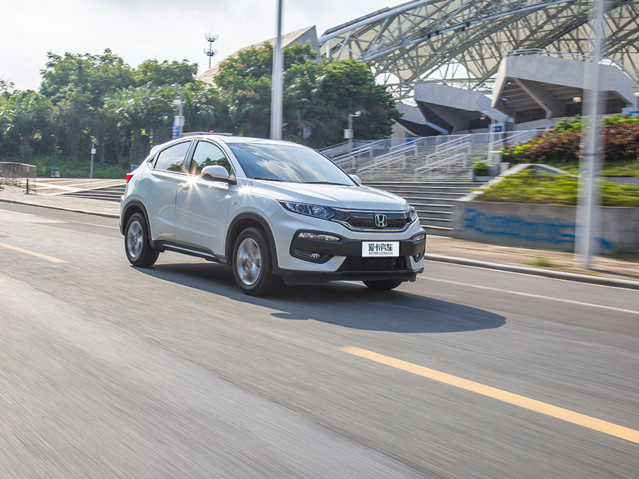 XR-V这台发动机在保障畅快动力输出的同时,还能降低燃油消耗,同时兼顾性能及环保。普通驾驶时动力输出比较线性,起步深踩油门瞬间并不会有很强的动力反馈,反而是很平顺的提升速度。